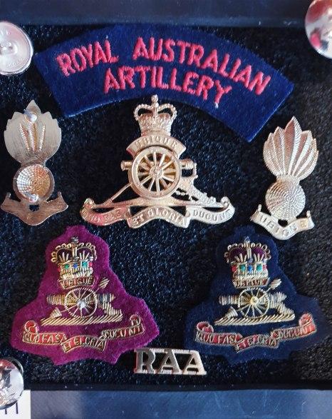 CB 11 RAA Officers insignia set with bullion bert badge variations small